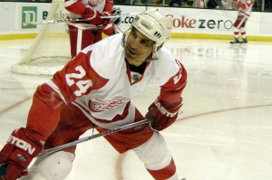 Chris Chelios: Wearing threads of the enemy (Wikipedia Commons)