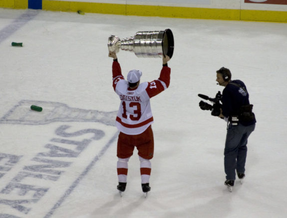Pavel Datsyuk hoisting the Cup. (photo from Wikipedia-Commons)
