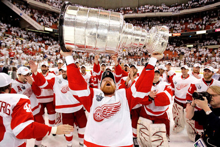 "Kris Draper, nicknamed the ""one dollar man,"" won four Cups with the Red Wings over his 17 seasons. (AP Photo/Gene J. Puskar)"