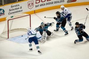 Henrik scores vs. Sharks