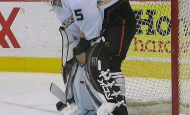 Giguere Traded to Maple Leafs