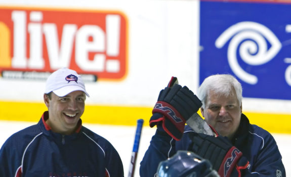 Development Coach Tyler Wright & former Head Coach Ken Hitchcock (Jeremy K. Renkel/THW)