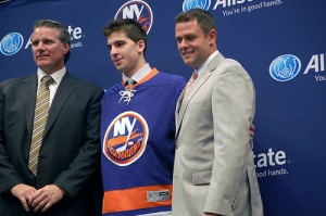 GM Garth Snow, John Tavares, and Head Coach Scott Gordon (Nassau News Live/Flickr)