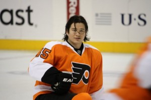 Arron Asham warming up (N. Worrell / Wikipedia)