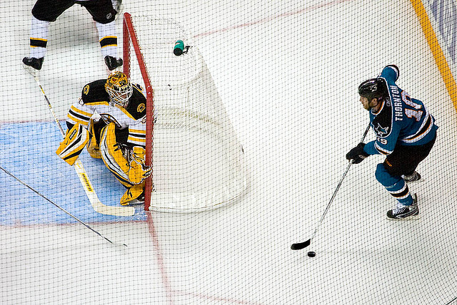 Joe Thornton vs his former squad. (Flickr - Credit: pointnshoot)