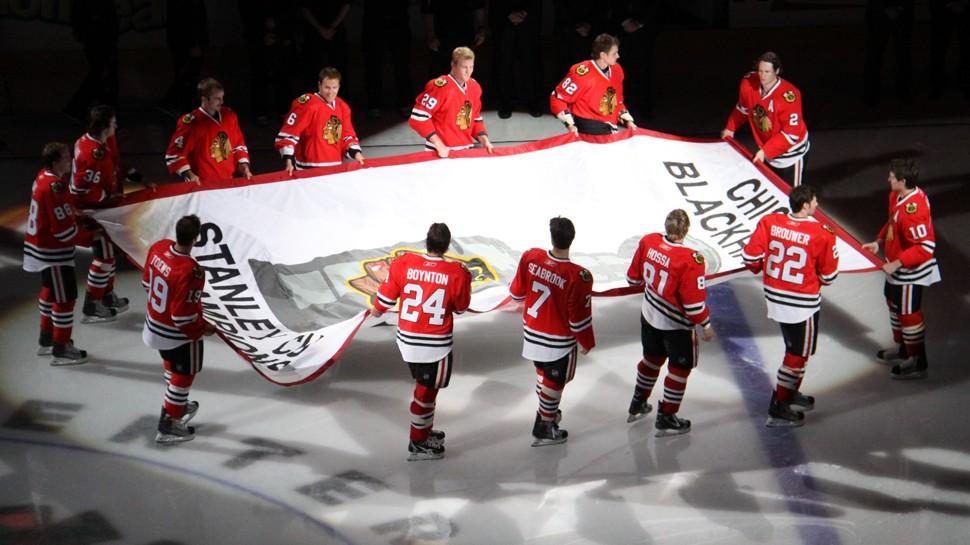Blackhawks skate their Stanley Cup banner across United Center ice