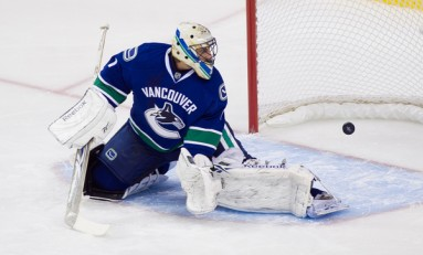 Roberto Luongo has HORRIBLE Trade Value