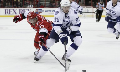 Steven Stamkos Heats Up Scoring Race