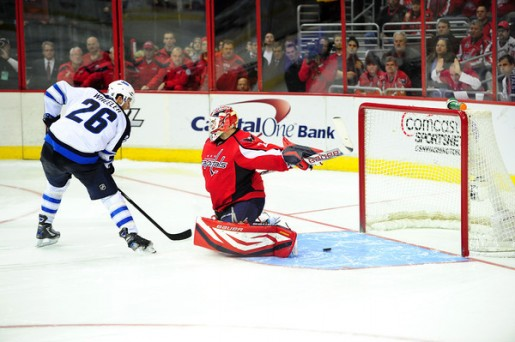 Wheeler scores on Vokoun in the shootout give Jets 3-2 extra time win over Caps (Tom Turk/THW)
