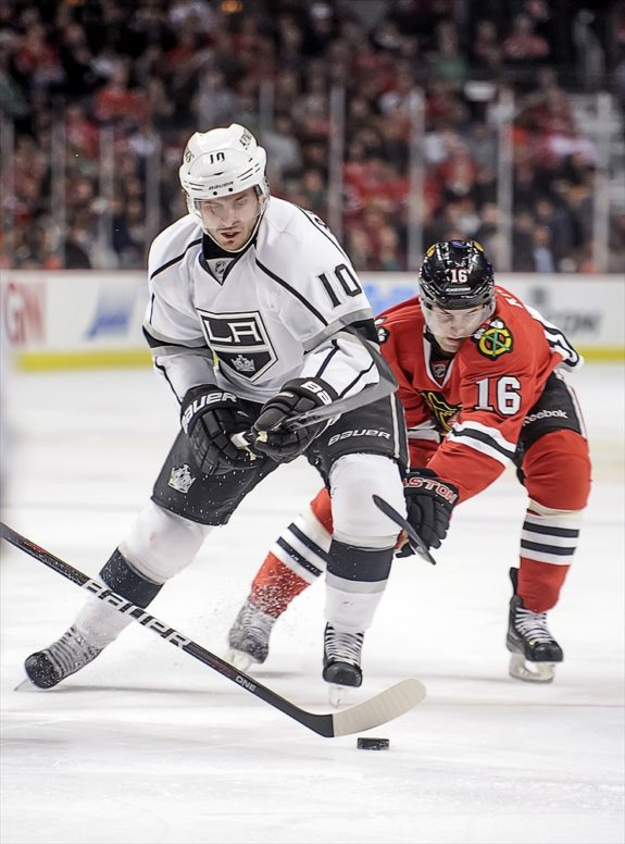 Mike Richards battles Blackhawks center Marcus Kruger