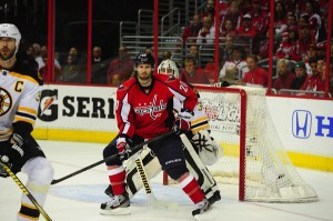 Troy Brouwer screens Tim Thomas during Game 6.