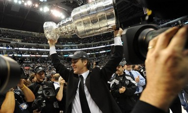 Kings' Luc Robitaille to Be Honored with Staples Center Statue