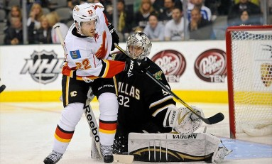 Stempniak keeps Calgary Flames afloat in turbulent first week