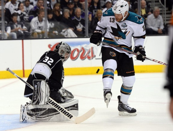 Sharks rout Flyers