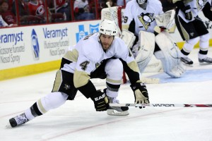 Rob Scuderi's return to Pittsburgh is sure to help Kris Letang (James Guillory-USA TODAY Sports)