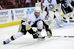 Scuderi returns to Pittsburgh (James Guillory-USA TODAY Sports)