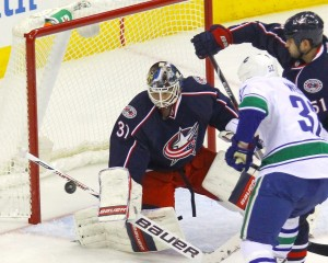 Curtis McElhinney makes a stop in the 1st period en route to a 3-1 Blue Jackets victory. (Rob Leifheit-USA TODAY Sports)