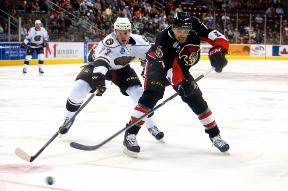 Hershey Bears Ryan Stoa and Binghamton Senators Cody Ceci. (Annie Erling Gofus/The Hockey Writers)