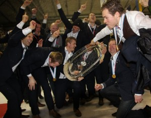 Stavanger Oilers celebrate Continental Cup victory in 2014