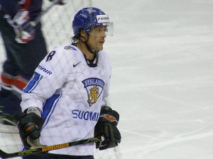 Selanne oldest player to score in Olympics