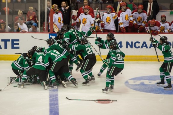 UND's on-ice celebration after Connor Gaarders goal (Eric Classen /UND Athletics)