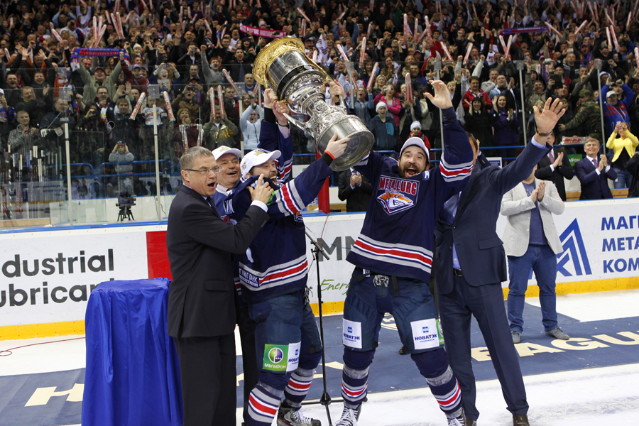 Sergey Mozyakin and Danis Zaripov hold Gagarin Cup after victory in the 2014 finals