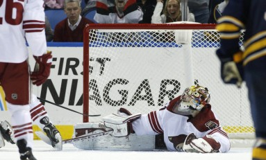Sabres and Coyotes Clash in Quest for Last Place