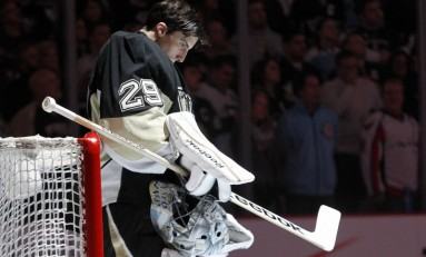 Hockey News: Fleury Wins 300th