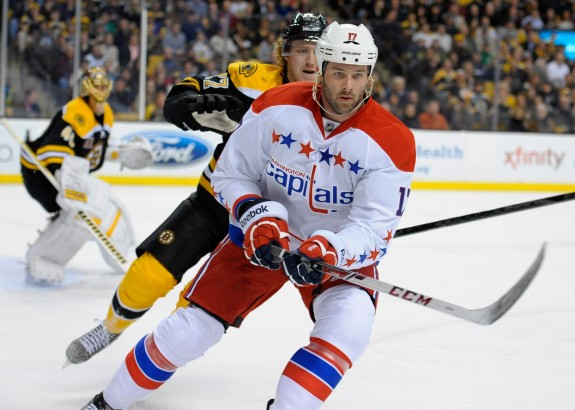 Dustin Penner remains a UFA in late August (Bob DeChiara-USA TODAY Sports)