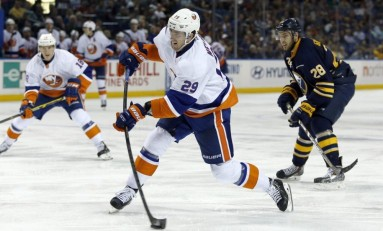 Brock Nelson, Islanders Agree to Extension