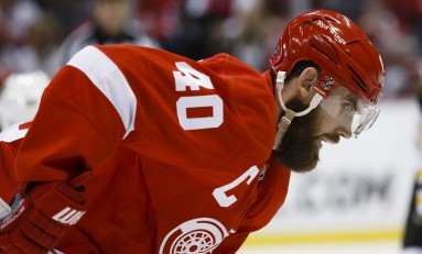 Red Wings Shocked by Johnson, Lightning