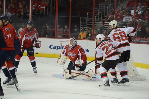 Mike Cammalleri and Jaromir Jagr in front of Braden Holtby (Tom Truk/THW)