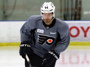 Kimmo Timonen recently returned to the ice for the first time this season [photo: Amy Irvin]