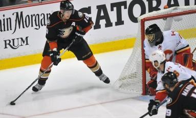 Hockey News: No Third Period Comeback for Calgary; Blackhawks Take 2-0 Series Lead