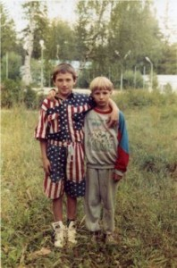Alexander Ovechkin poses with his childhood friend, Nikita Kashirsky. (hockeyplayersaskids.tumblr.com)