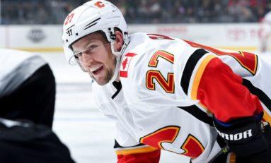 Flames' Czarnik Notches Pair Against Canucks in B.C.