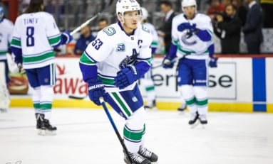 Horvat Scores 3 in 3rd, Canucks Rally past Red Wings 5-2