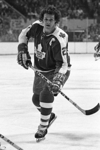 Darryl Sittler #27 of the Toronto Maple Leafs