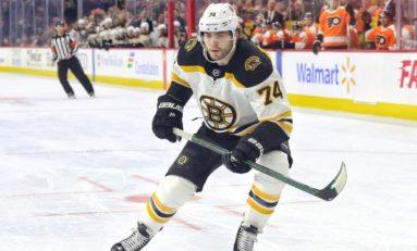 Bruins Re-Sign DeBrusk