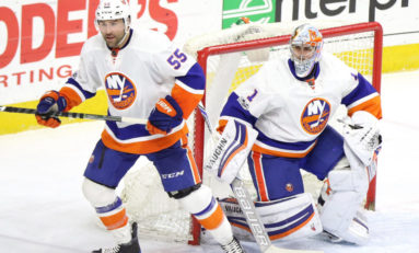 Islanders Rally to Beat Red Wings