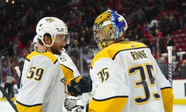 Predators Beat Blackhawks 5-2 for Hynes' 1st Win With Team