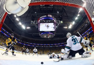 Phil Kessel scores (Bruce Bennett/Pool Photo via USA TODAY Sports)