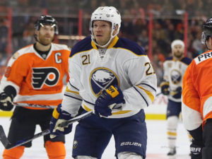 Kyle Okposo, Philadelphia Flyers vs Buffalo Sabres - October 25, 2016 (Amy Irvin / The Hockey Writers)