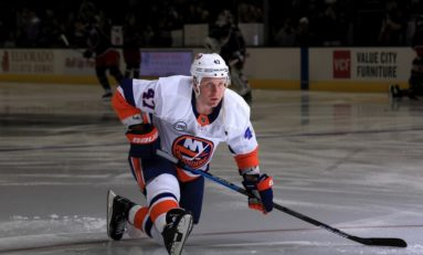 Islanders' Komarov Settling in on Fourth Line