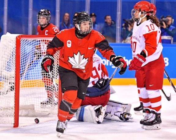 Canada forward Melodie Daoust