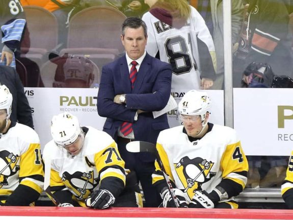 Mike Sullivan Penguins bench