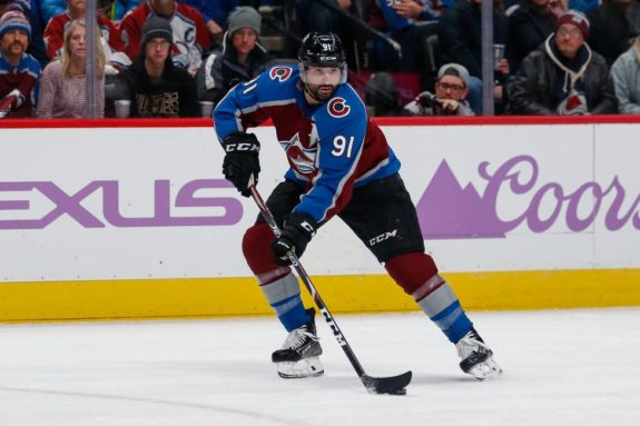 Avalanche dominate the Blackhawks in Chicago