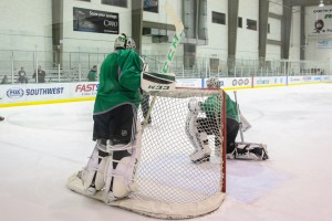 Though Dallas could enter the season with Lehtonen and Niemi in net, it's far from ideal. (Annie Devine/ The Hockey Writers)