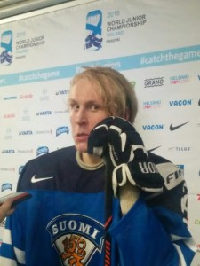 Patrik Laine postgame after Finland defeated Canada in the quarterfinals of the 2016 World Junior Championship (J.DeLuca/THW)