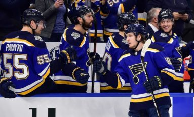 Thomas, Bozak Lead Blues to 5-1 Win Over Sabres